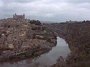 El R�o Tajo bordeando Toledo, mediante el meandro conocido como Torno del Tajo.