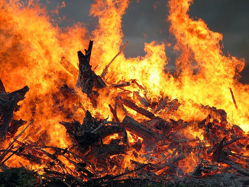 File:Midsummer bonfire closeup.jpg