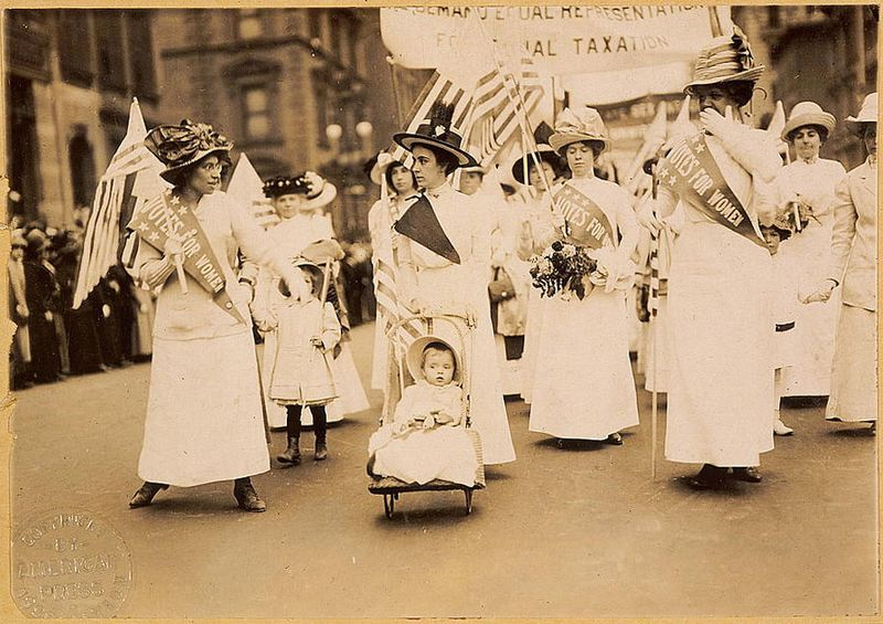 Archivo:Suffrage parade-New York City-May 6 1912.jpg