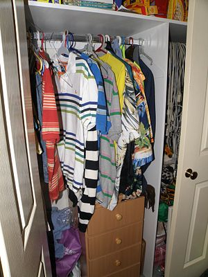 English: Picture of inside a closet. Taken 200...