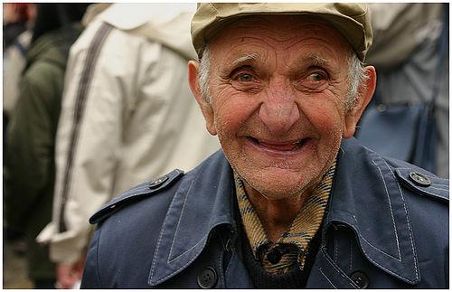 https://i2.wp.com/upload.wikimedia.org/wikipedia/commons/thumb/8/8b/Happy_Old_Man.jpg/500px-Happy_Old_Man.jpg