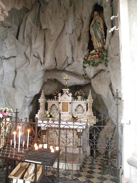 Fichier:Église Saint-Étienne de Wignehies chapelle de lourdes.JPG