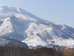 日本語: 倶知安町比羅夫国道5号線付近から望む