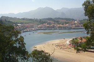 Stadtansicht und Hafen Ribadesella