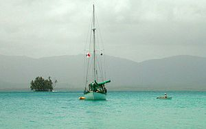 English: A cruising sailboat at Green Island, ...