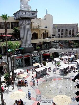 English: The Hollywood & Highland Center locat...