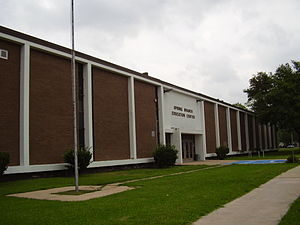 English: Spring Branch Education Center Españo...