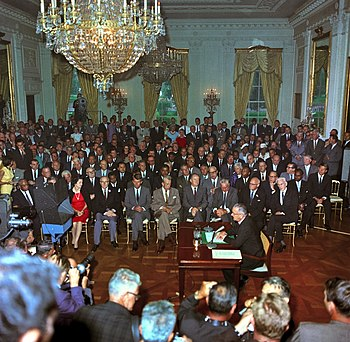 English: President Lyndon B. Johnson at the si...