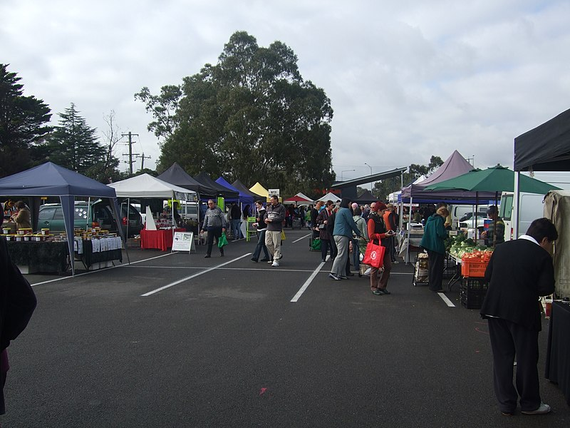 Templestowe Farmers Market via Wikimedia Commons