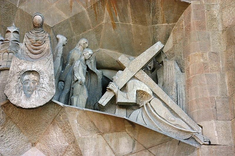File:Jesus bearing the cross - Sagrada Familia - Barcelona 2014.JPG