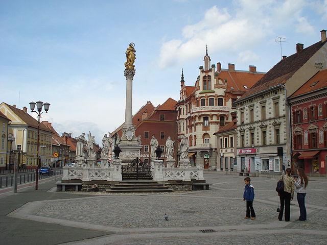 File Maribor Glavni Trg Spomenik Jpg Wikimedia Commons