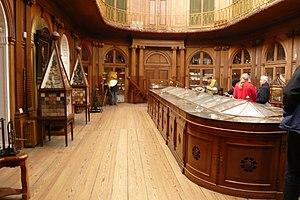 Oval room of Teylers Museum today.