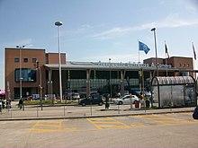 https://i2.wp.com/upload.wikimedia.org/wikipedia/commons/thumb/9/90/Aeroporto_di_Treviso_A_Canova.jpg/220px-Aeroporto_di_Treviso_A_Canova.jpg