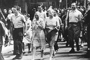 Paris 1944: Women accused of collaboration wit...