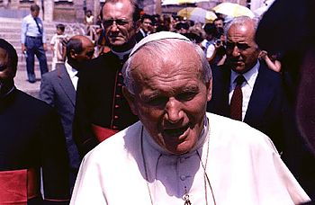 English: Pope John Paul II at a Papal Audience...