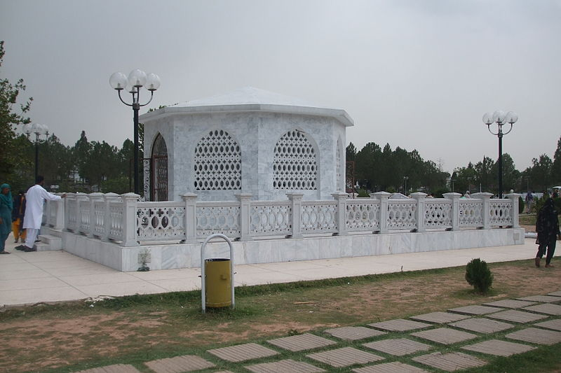 File:Zia's Tomb.jpg