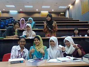 English: Pelajar Perempuan