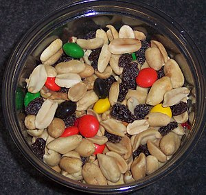 English: A common variety of gorp (trail mix) ...