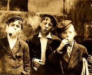 File:Lewis Hine, Newsies smoking at Skeeter's Branch, St. Louis, 1910.jpg