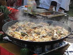 English: A variety of seafood to which rice wi...
