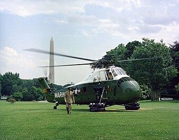 A U.S. Marine Corps Sikorsky VH-34D presidenti...