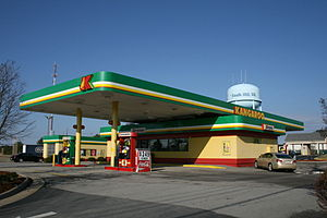 English: Kangaroo Express petrol station and c...