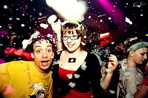 English: Partygoers at a foam party in Glasgow...