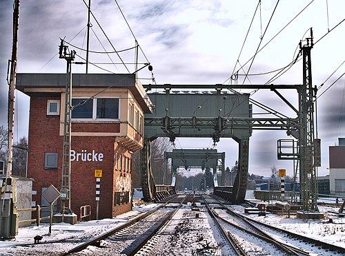Rolling lift railroad bridge over the Hunte river in Oldenburg, Germany (photo by Jacek Rużyczka, via Wikimedia Commons)