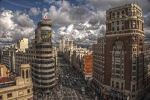 Gran Vía, Madrid. Vista general. A la derecha ...