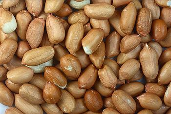 English: Peanuts with skin