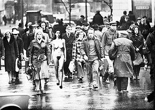 https://i2.wp.com/upload.wikimedia.org/wikipedia/commons/thumb/9/92/Samoidentyfikacja-1980.jpg/320px-Samoidentyfikacja-1980.jpg