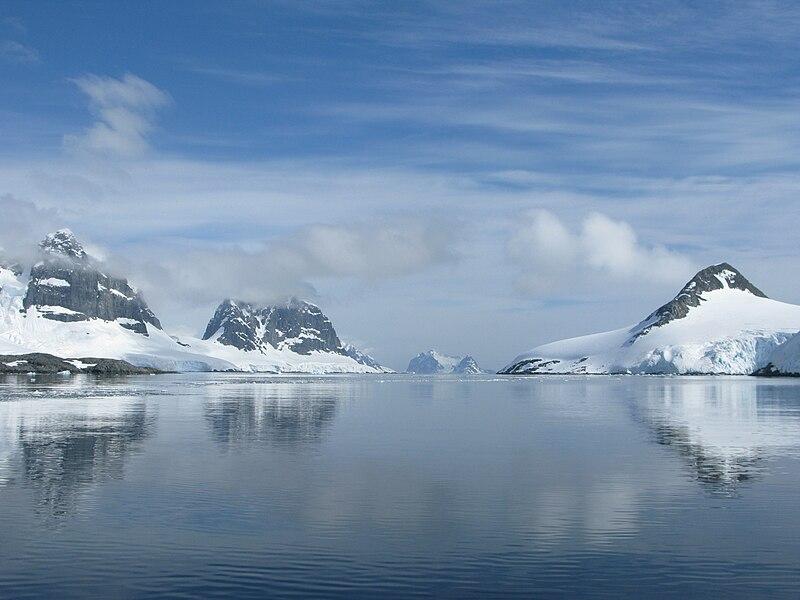 Fichier:Chenal Peltier (Antarctique).jpg
