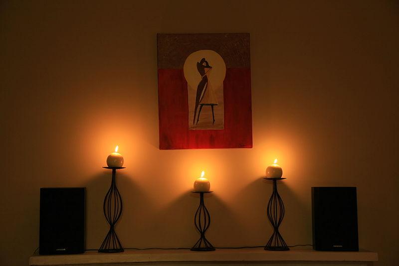 File:Interior lighting, Diwali Decor with Candles.jpg
