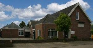 Waardhuizen is een dorp in de gemeente Woudric...