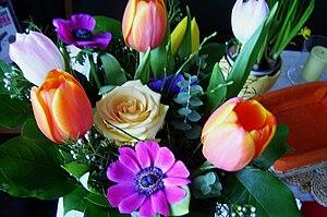Deutsch: Frühlingsblumenstrauß English: Spring...
