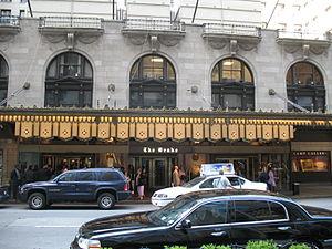 English: Drake Hotel (Chicago) Entrance