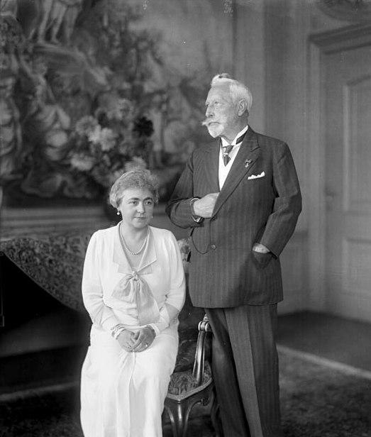Plik:Bundesarchiv Bild 136-C0805, Kaiserpaar im Haus Doorn.jpg