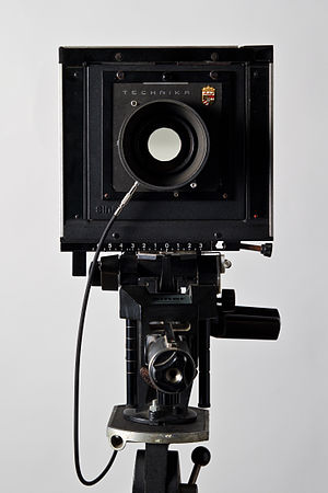 English: Front view of a F 4x5 large format ca...