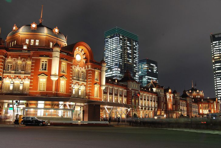 Tokyo station from marunouchi oazo.JPG