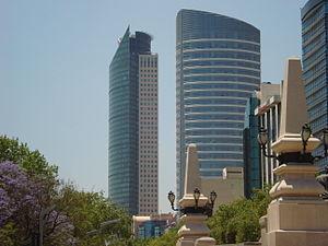 Español: Torre S.T Regis y Torre Mayor en Pase...