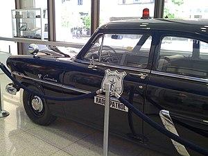 English: A 1952 Ford Customline patrol car tha...