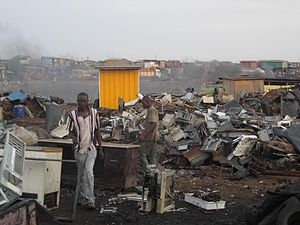 English: Ghanaians working in Agbogbloshie, a ...