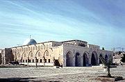Primul cartier general al templierilor, Moscheea Al Aqsa, de pe Muntele templului din Ierusalim. Cruciaţii o numeau Templul lui Solomon, deoarece se afla pe ruinele templului iniţial, şi de aici cavalerii şi-au luat numele de templieri.