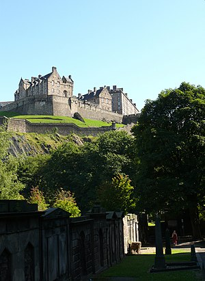 English: Edinburgh Castle as seen from St Cuth...
