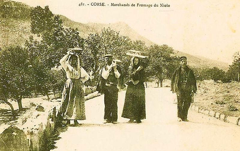 Fichier: Haute-Corse marchands de fromages de Niolo.jpg