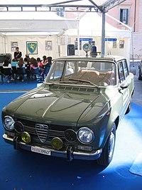 L'Alfa Romeo Giulia Super, nella classica livrea