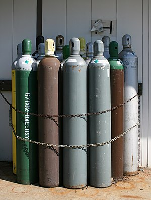 English: An assortment of compressed gas tanks...