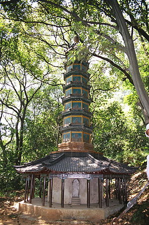 English: A Chinese pagoda in Hangzhou, China.