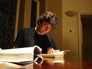 English: Neil Gaiman, signing books after a re...