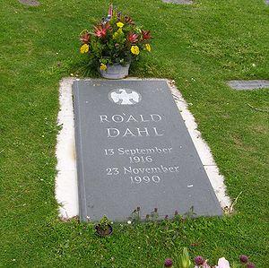 English: The gravestone of author Roald Dahl i...